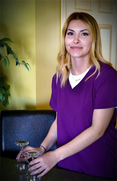 Stacy-Préposée aux chambres Motel 4 Saisons